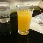 49193119 - オレンジジュースつきます