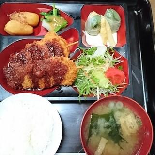 B & B レストラン ムジカ - 料理写真:日替わり定食(串カツ) 530円