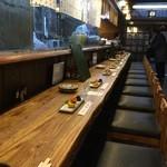 久昇 - 大雨の日の開店直後ですが、この15分後には予約客でカウンターも満席