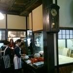 神田まつや - 内観写真:店内