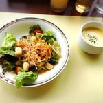 パークサイドカフェ - ランチはスープ、サラダ、ドリンクバー付き。