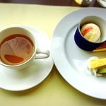 パークサイドカフェ - レディースランチにはデザートプレート付き。