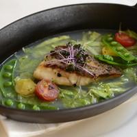 鯛のソテー 浅利とキャベツのスープ
