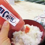 49291095 - 稚加榮ランチの魅力は、卓上の辛子明太子(チューブ)が食べ放題なんです。割と甘塩なので、量がイケちゃう明太子です。