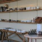 にざまつ - 内観写真:ゆっくりお茶を飲みながら常滑焼の陶器を楽しめます