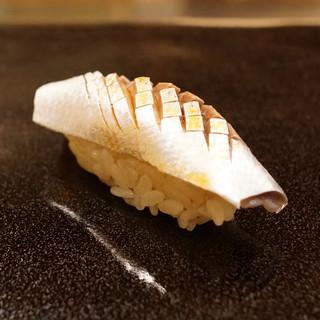 日本橋蠣殻町 すぎた - 料理写真:こはだ