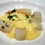シュマン - ホワイトアスパラガスの茹で上げ オランデーズソース