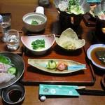 つかさや旅館 - 料理写真:夕食。中央が女将のおへぎ3品。お酒など到着して夕食開始。