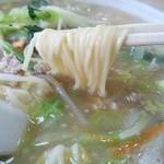 新華苑 - 料理写真:寒いときにおいしい味噌ラーメン。