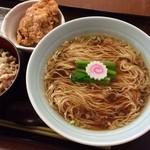 野方食堂 - 醤油ラーメンと鶏そぼろご飯