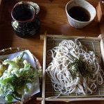 そば処 みちこ - 石臼挽きざるそば・山菜天ぷら付き(1000円)_2010-08-28