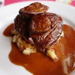 トキオプラージュ・ルナティック  - 牛フィレ肉のステーキ フォアグラのせ