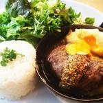 アナログ カフェ ラウンジ トーキョー - 十勝ハーブ牛のハンバーグプレート