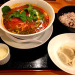 麺Dining セロリの花 - ハーフトマト麺セット980円