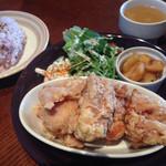サンドピット - 鶏の唐揚げランチ¥930