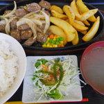 亀ぬ浜 - 料理写真:サイコロステーキ