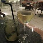 サザンビーチカフェ - ジンジャーミントと白ワイン