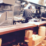 粋な一生 - カウンター越し厨房