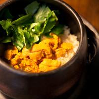 【名物】蔵のやの「たっぷりウニの土鍋ご飯」