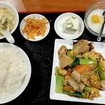 中華料理 華宴 - 豚とキクラゲ、玉子炒め定食800円