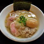 49468262 - 麺や勝治(味玉塩らーめん 900円)
