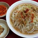 千里眼 - ラーメン麺半分 麺カタメヤサイ少な目 ニンニクとカラアゲ別皿で 730円