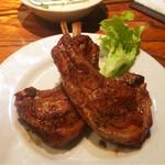 49482802 - スペアリブのいぶし焼き 2piece(900円)○                       ジューシーで肉汁たっぷり。                       骨が多くて少々食べづらかったです。