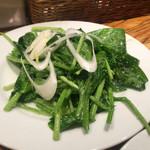 49482803 - ほうれん草のサラダ(400円ぐらい)◎                       酸味のあるドレッシングがよく合います。