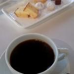 49489209 - コーヒーと茶菓子