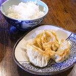梨楽 - 附属の揚げ餃子+ライス