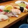 新港食堂 - 料理写真:限定!10食!にぎり定食1080円☆☆脂のってぷりぷり!(^^)!☆ あら汁も鮭や鯛などゴロゴロ入って良い出汁でてます