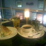4956087 - コーヒーとミルクレープ