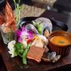 トランジット・カフェ - 料理写真:ランチ:シーフードグリルと夏野菜たっぷりのホットなレッドカレー(1,580円)