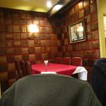 グリル グランド - 奥のテーブル席