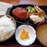 やるき茶屋 - ハンバーグ&カキフライランチ700円(2016.4)
