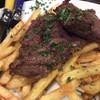 エ パタティ エ パタタ - 料理写真:牛ハラミのステーキ フライドポテト添え 1,380円