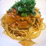 アマルフィイ キッチン - タコのラグーと旬野菜のトマトソーススパゲティー、いろいろなハーブとともに