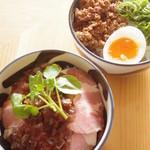 渦雷 - 人気のご飯もの「ロースト豚飯」「炸裂飯」