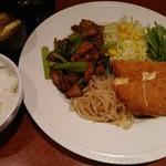 とらひげ - 【日替りランチ】 チキンと小松菜の炒めもの&ハムチーズカツ