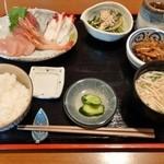 手作りごはん屋さん たから食堂 - お刺身定食(小鉢2種/ご飯/味噌汁/漬物) ¥1,030