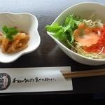 万榮堂 - うなぎのせいろ蒸し膳の先付け(サラダ、小鉢)