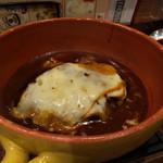 ハチ - チーズたっぷり煮込みハンバーグ