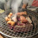 昭和ホルモン食堂 - 炭火だから美味しい焼き肉が食べれますよ!
