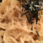 六朗 - 麺のアップ