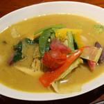 日々輝 - 10種類の野菜とココナッツチキンスープカレー