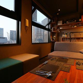 【1部屋限定】中之島の夜景を一望できるプライベートソファ個室