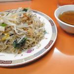 北京亭 - チャーメンとちょっと不思議な味のスープ