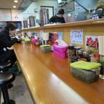 横浜家系ラーメン 町田商店 - おひとりさまはカウンター。