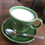 カフェ 亀ゴージュ - ホットミルク