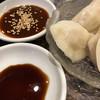 鴻翔 - 料理写真:奥はスパイシーなタレ、手前は黒酢